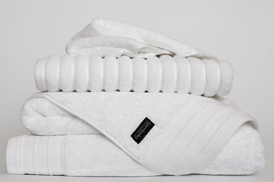 luxe towels in white colour