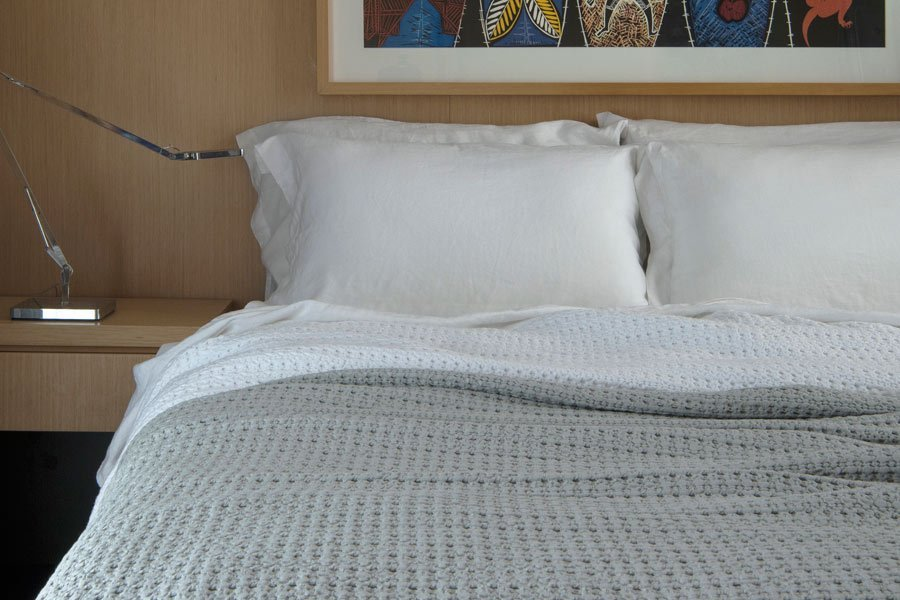 waffle blanket in dove and white colour