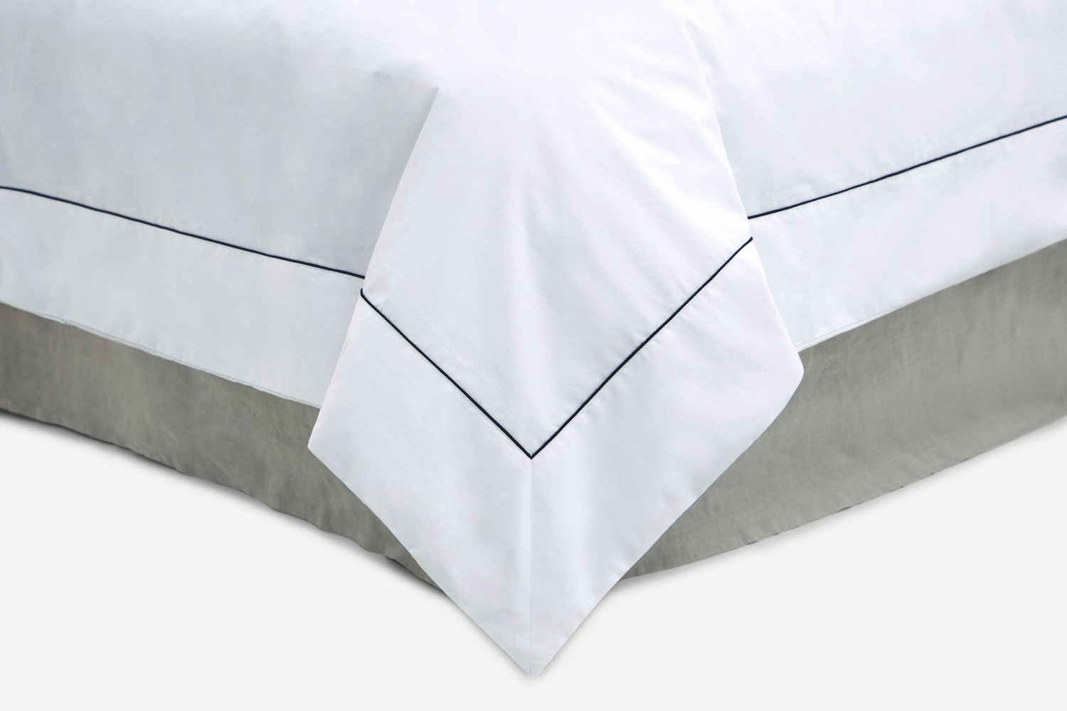 cotton percale duvet cover in white with black piping