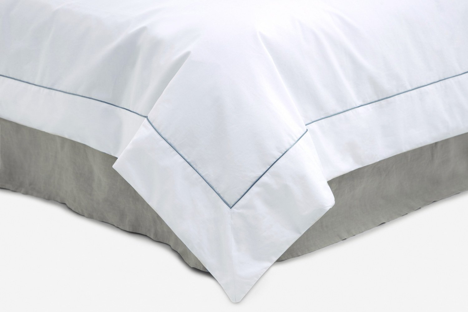cotton percale duvet cover in white with silver piping