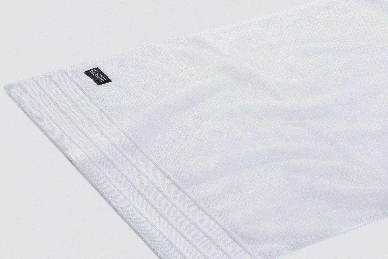 jacquard-hand towels in white colour