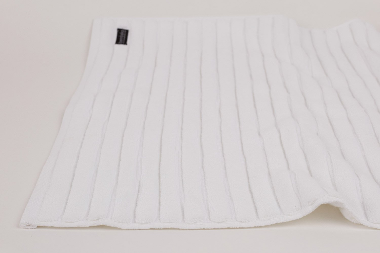 bath mat in white
