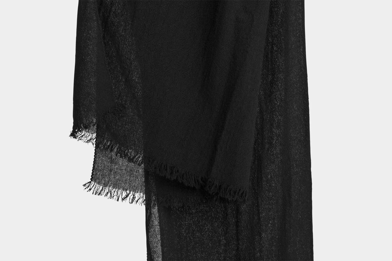 italian cashmere scarf in black