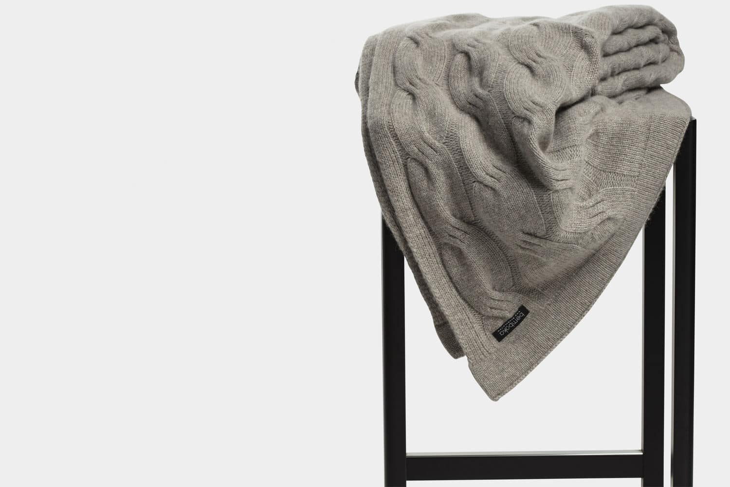 italian cashmere chunky cable throw in mocha